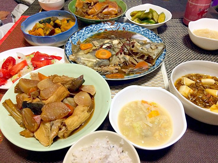 夕飯 ぶり大根 マンダイ煮付け アボカドサラダ ミミガーと蒟蒻の煮物 南瓜煮付け 味噌汁