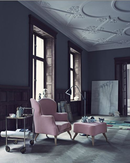 oversized print on the floor creates a more casual , lived in feel with when the  ornate ceiling could have taken over the space