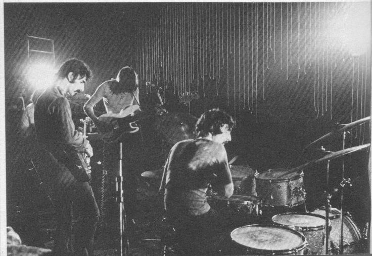 """Frank Zappa Jams With Pink Floyd On """"Interstellar Overdrive"""" In 1969"""