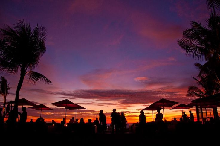 Panorama mentari terbenam di KU DE TA Bali.