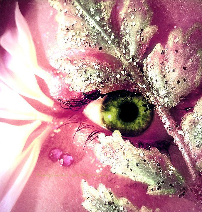 Green Eye & Pink Make-up