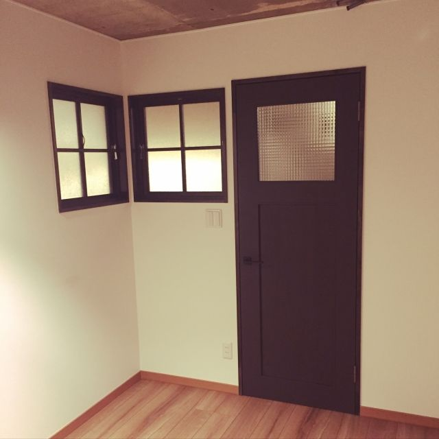 juさんの、DIY,室内窓,リフォーム,コンクリート打ちっ放し,マンションリノベーション,LIXIL,ベッド周り,のお部屋写真