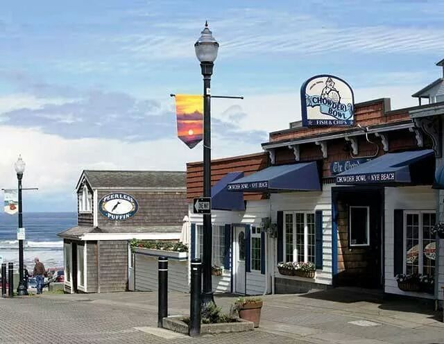 The Charming Seaside Town That's Home To Some Of The Best Restaurants In Oregon