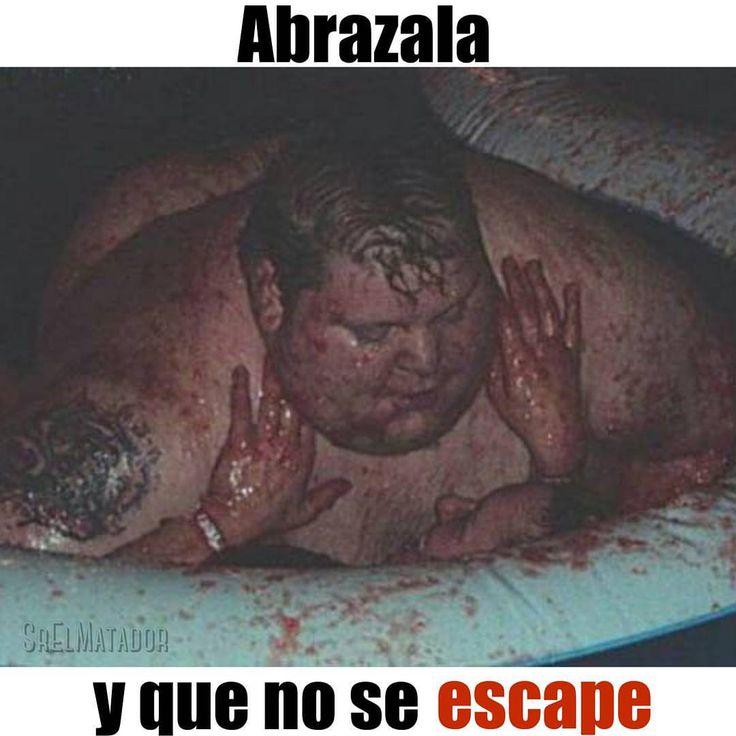 No hay manera que te deje. #AmorEs #Romántico #gordo #novia #piscina #chocolate #SrElMatador #ElSalvador #Novios #esposa #aplastar