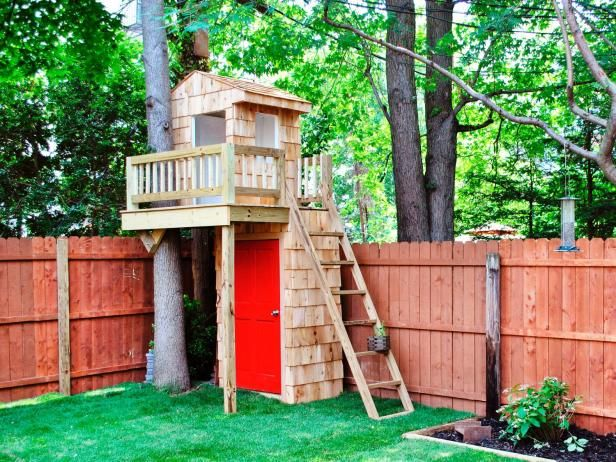 Heres A Good Solution For The Small Backyard Mini Treehouse Tops Tool Shed