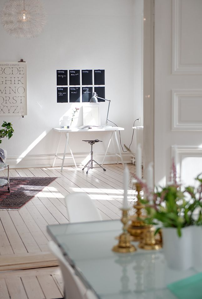 The apartment of 91m ² has been renovated but has retained all its old attributes, stucco framed doors, tiles, flooring and ceiling medallions. The open plan and only one bedroom give a feeling of space and freedom. A perfect Swedish interior!// #furniture #lighting #sofa #table #chair #WorkingSpace #WoodenFloor #modern #LivingRoom #white #Scandinavian #Nordic #Danish #Swedish #Norwegian #interior #decor #design #InteriorDesign #HomeDecor