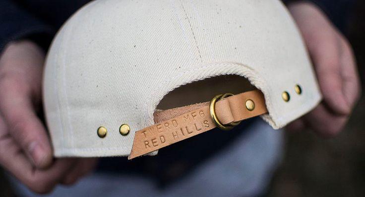 Представляем совместную работу двух российских брендов - ТВЕРДЬ x Red Hills Company Mechanics Cap. Читайте на мужском портале Stone Forest.