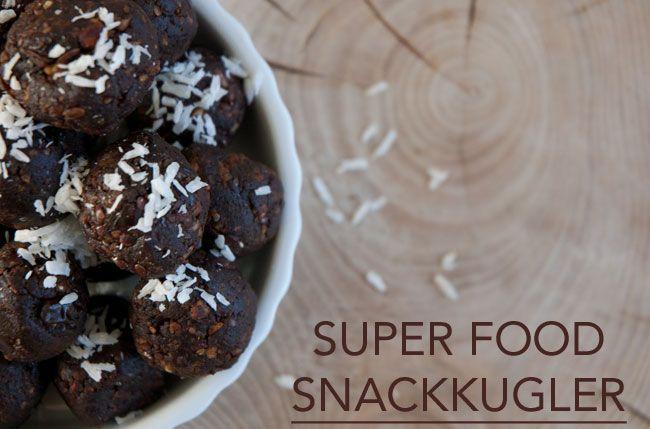 Dadelkugler med en ordentlig omgang superfood ingredienser - smager helt fantastisk og er topsunde - en skøn snack opskrift med sundhed