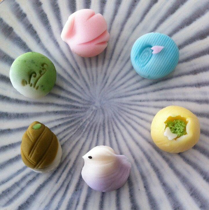 Wagashi. De toutes les formes et couleurs, les wagashi sont les confiseries les plus magnifiques que j'ai jamais vu!