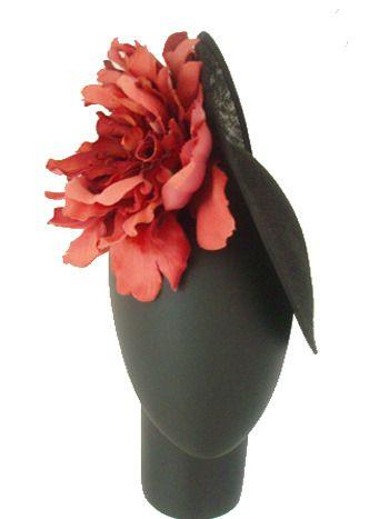 Tocado negro rosetón coral