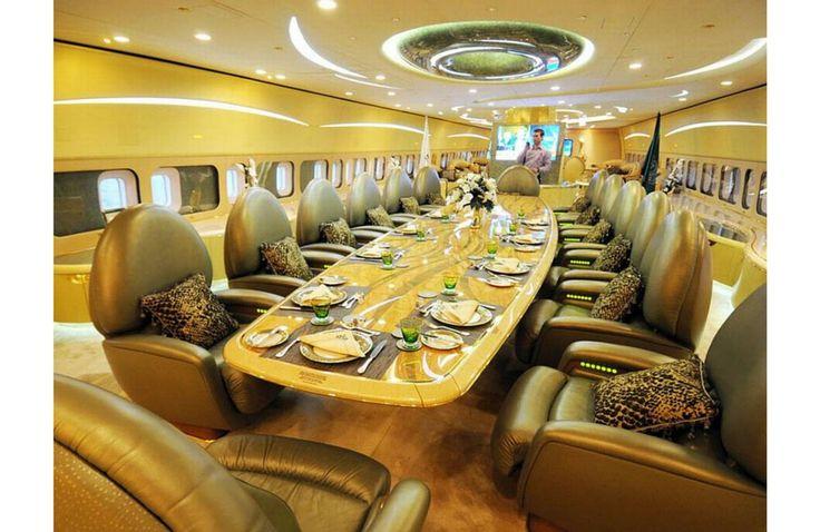 les 25 meilleures id es de la cat gorie jets priv s de luxe sur pinterest avion priv jet. Black Bedroom Furniture Sets. Home Design Ideas