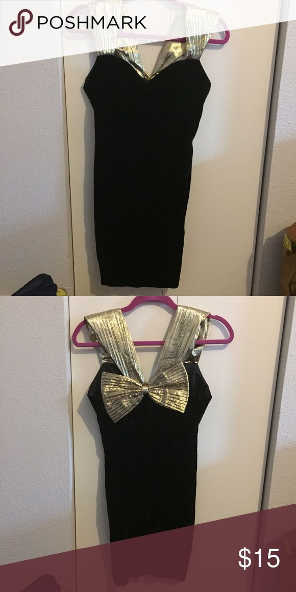BLACK AND GOLD BODYCON DRESS GOLD STRAPS AND BOW IN BACK Jessica Howard Dresses Mini