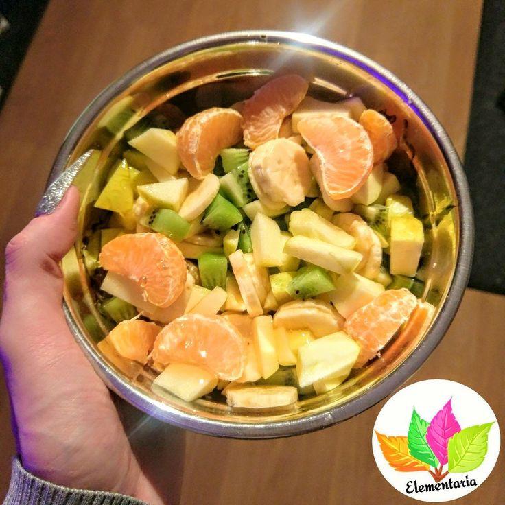 Juhuuu meine lieben  Starten wir mit einem Vitaminreiches Brunchen . Obstsalat aus Kiwi, Äpfel, Bananen, Birne, Mandarine und Leinsamen. Frisch, Gesund und einfach lecker. Wünsche euch allen einen tollen Neujahrstag ✌. Liebe Umarmung Bussi  eure Cosima
