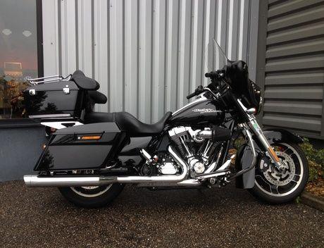 motos HARLEY-DAVIDSON TOURING FLHX STREET GLIDE 1690 2013