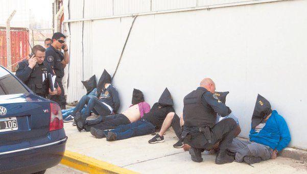 """En el año hubo más de 60 causas con bandas de colombianos.  Un informe de la organización no gubernamental Defendamos Buenos Aires reveló que """"durante 2014, se denunciaron más de 66 casos de personas robadas por bandas de colombianos"""". http://www.diariopopular.com.ar/c207396"""