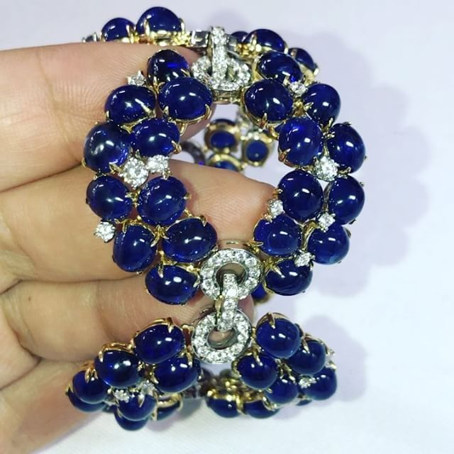 Very nice sapphire and diamond bracelet by @bulgariofficial @sothebys @dubellier #dubellier #highjewelry #sothebysmagnificentjewels #bulgari . . . . . #jewelry #jewellery #finejewelry #finejewellery #highjewellery #diamonds #diamond #jewelrygram #jewels #luxury #gemstones #gemstonejewelry #oneofakind #gold #diamondjewelry #jewelrylover #gift #gifts #unique #dubelier #jewelrydesign #jewelrydesigner #jewelryaddict #ювелирныеукрашения #бриллианты #украшения