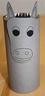 Selbstgebastelte Krippenfiguren aus Klopapierrollen - Esel