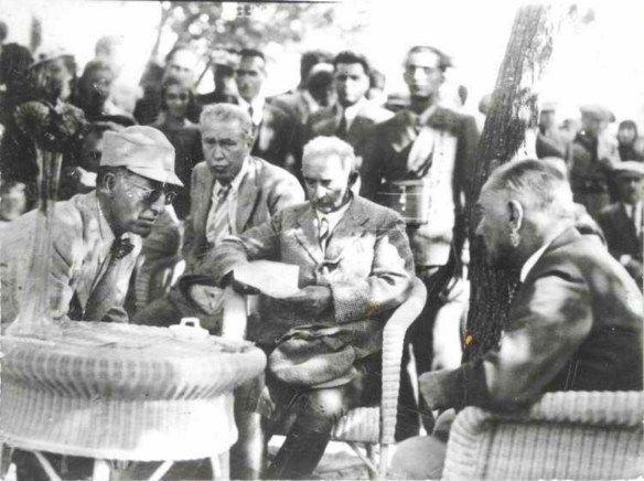 İlk Türkiye Büyük Millet Meclisi üyeleri, toplanmak üzere, davetiyelerini aldıkları zaman, herkesin gözünden kaçan, yepyeni bir isim, yepyeni bir devletin