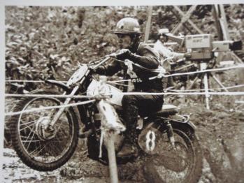 ヘルメットの目玉マークでお分かりと思いますが、  『SP忠男』の鈴木忠男氏です、
