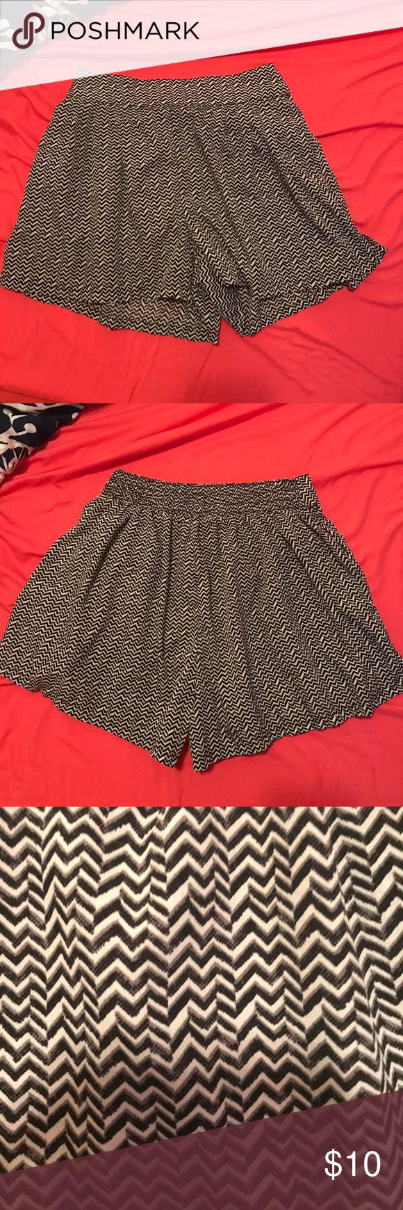 AE: Chevron Strip Flowy Shorts with Pockets In great condition. Made with soft material. Black and white chevron striped shorts with pockets. American Eagle Outfitters Shorts