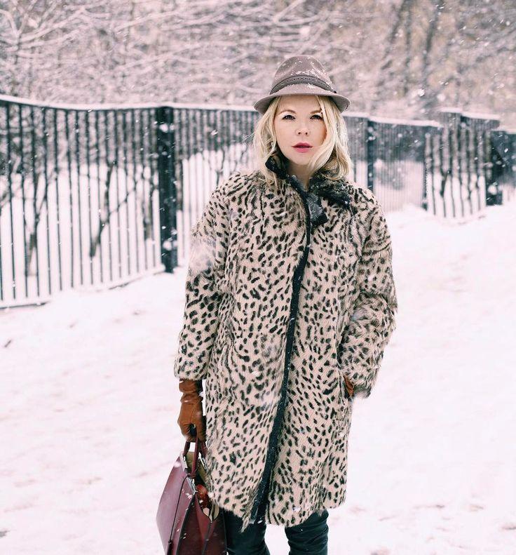 В преддверии нового сезона часто поступают просьбы написать о тенденциях. Ну, во-первых, все приличные стилисты уже давно об этом написали. А во-воторых, сейчас я вас научу как самостоятельно эти тенденции определять. Уверена, что все знают, что модные показы проходят за полгода до сезона. Нью-Йорк, Лондон, Милан и Париж в феврале показывают осенне-зимние коллекции, а в сентябре- весенне- летние. Поэтому уже заранее вы можете точно знать, что все будут носить, на распродажах покупать вещи с…