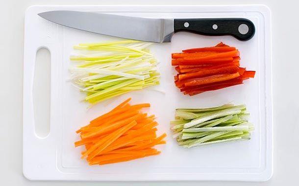 Como cortar legumes à Julienne