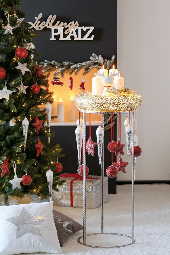 weihnachtliche Dekoration in rot weiß silber - Foto by Casablanca