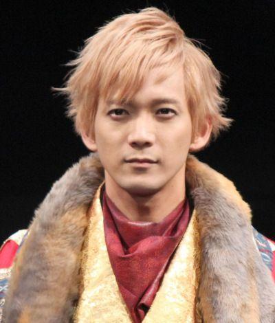 俳優の辻本祐樹(32)が主演を務める舞台『SENGOKUWARS~RU・TENエピソード2~猿狸合戦』の公開舞台けいこが24日、東京芸術劇場シアターイーストで行われた。