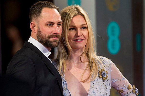 Джулия Стайлз и ее муж Престон Джей Кук ждут первенца