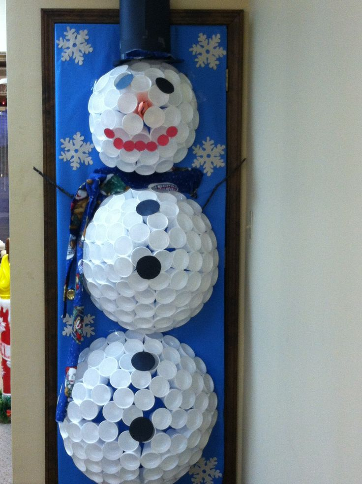 Door Snowman Decoration   Winter Door Decorating Ideas Door     Styrofoam Snowman Door Decorating Contest