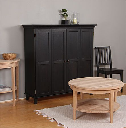 TV-kaappi vahattuna mustaksi ja puuvalmis pyöreä sohvapöytä tervalepästä. - TV-cabinet painted black and round coffee table made of unpainted alder.