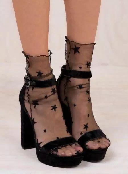 7 Stylish Ways of Wearing Sandals with Socks Like a Pro