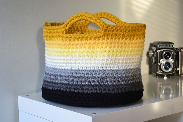 DIY: ombre basket with #crochet pattern. (Bonus: After you make it, you can use it to store your yarn and projects!): Crochet Bags, Color, Ombre Basket, Baskets, Crochet Pattern