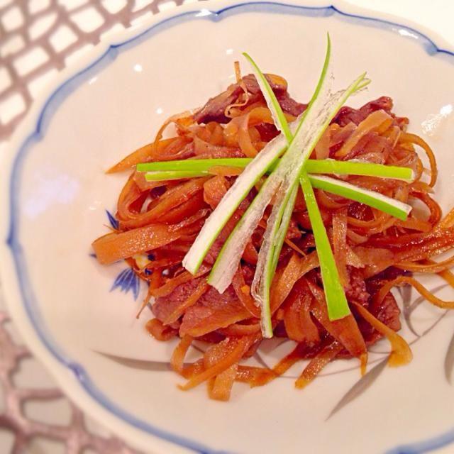 Yumi103さんのレシピ! 昨日買った春ゴボウを、たっぷり食べられました ご飯が進む〜 けど、ニンニク買い忘れて、おろしニンニク…おろしニンニクでもニンニクの風味が効いて美味しかったです 春ゴボウが美味しいうちにもう一度作ります 次は丸ごとニンニクで - 45件のもぐもぐ - Yumi103さんの料理 ニンニク入り牛ゴボウ~☆ by yukis69