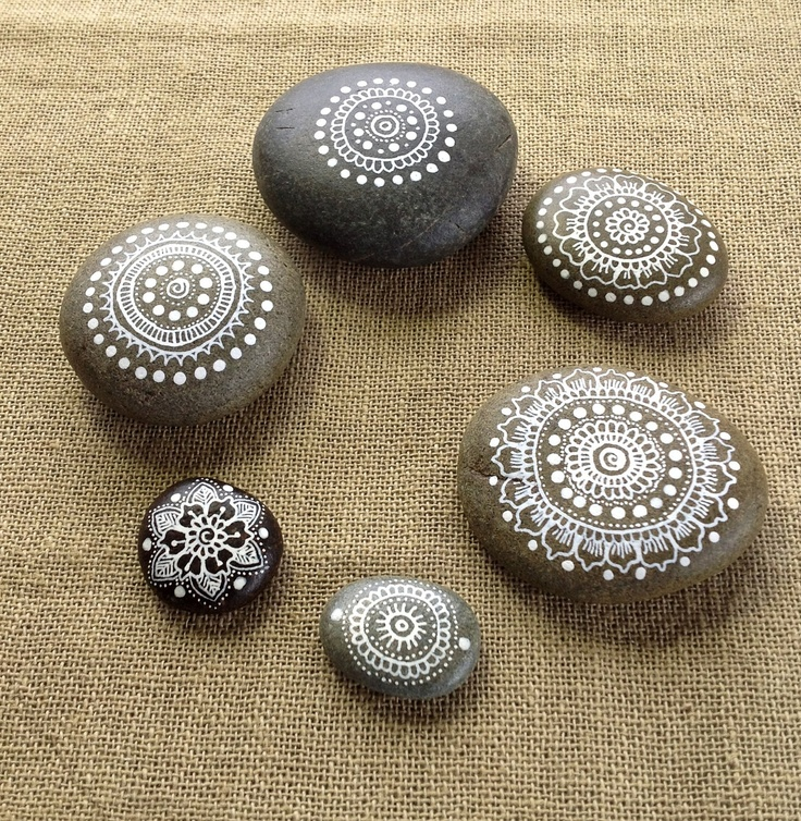 Mandala Painted Pebble - via MagaMerlina