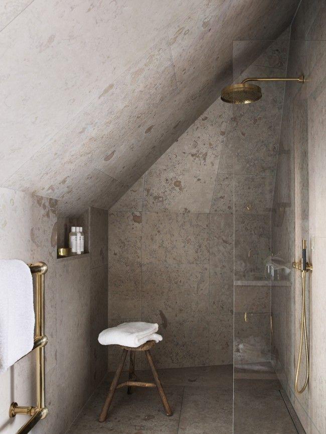 shower under roof - Dusche unter Dachschräge