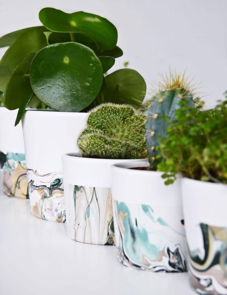 Marmorieren mit Nagellack – von simplen, weißen Blumenpott zum stylischen Unikat