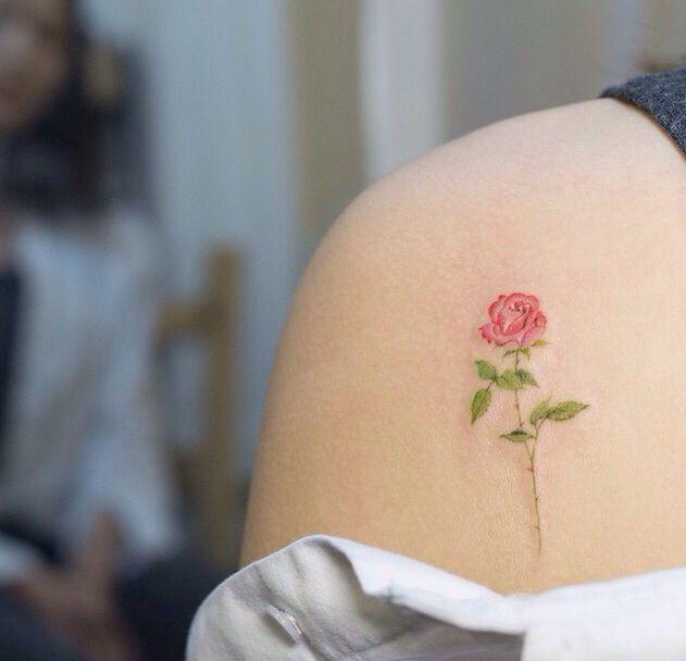 Detailed flower tattoo by soltattoo https://instagram.com/soltattoo/