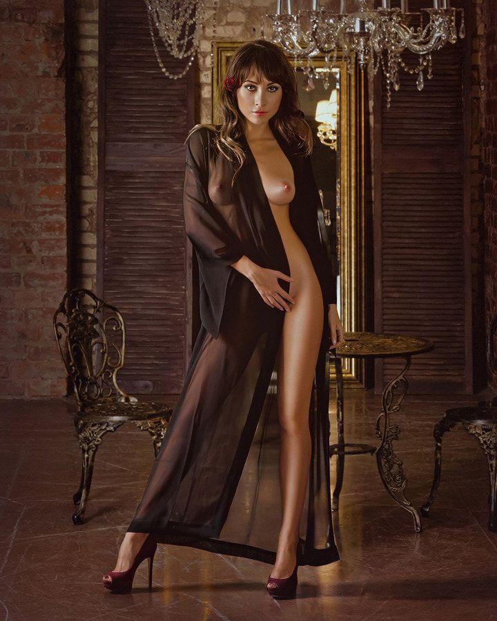 красивые эротичные фото женщины вамп доминирующая полуобнаженная поможет