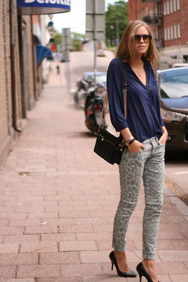 Seriously my favorite style outfit ever. Skinnies, pointed heels, loose top.