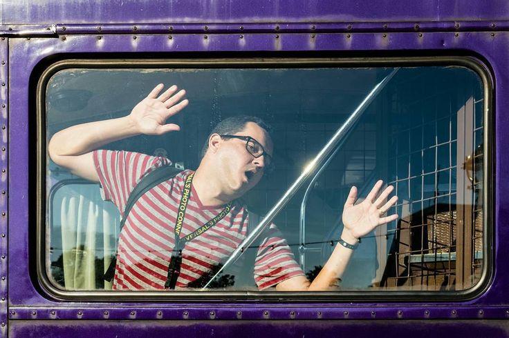 O clichê inevitável. Imitar a cena do filme Harry Potter e o Prisioneiro de Azkaban na janela do Nôitibus (Knight Bus). #harrypotter #planoly #universalstudios #jkrowling #knightbus #movie #book #travelgram