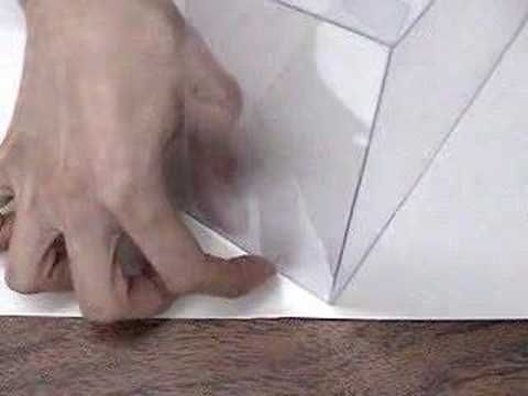 Proceso para armar y pegar caja de mica con pegamento de contacto. Tambien conocidas como cajas de mica o cajas de pvc