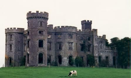 17 best images about haunted castles of the world on for Stay in a haunted castle in scotland