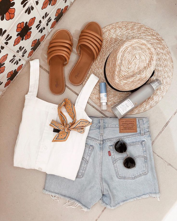 Puerto Vallarta, Mexico Vacation — Girl Meets Gold mexico vacation outfits, vacation outfits casual, levi's style, levi's wedgie shorts, madewell sandals, madewell style, classic summer style, straw hat outfit, summer capsule collection