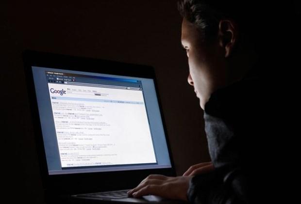Executiva do Google culpa os pais por crianças verem pornografia na web