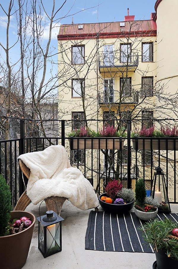 winter balcony