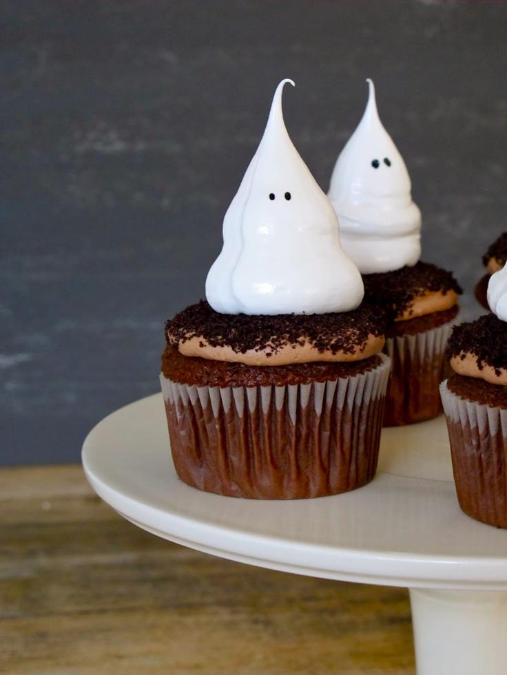 Halloween ghost meringue cupcakesHalloween Desserts, Halloween Parties, Ghosts Cupcakes, Cupcakes Recipe, Chocolates Cupcakes, Meringue Cupcakes, Halloween Cupcakes, Halloween Treats, Ghosts Meringue