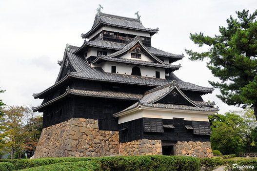 松江城、国宝になる。しまねっこも「感無量にゃう」
