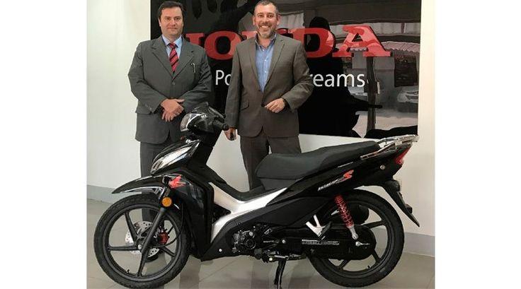 Honda Ecuador presenta su nueva moto Wave Sport: http://automagazine.ec/