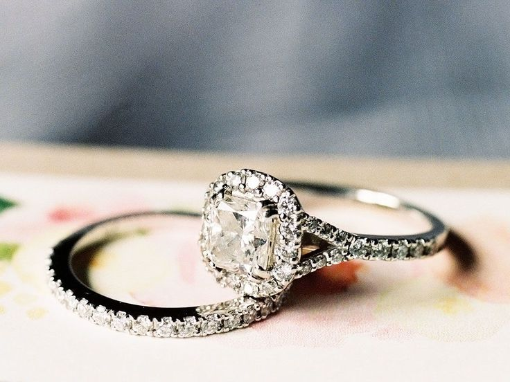 Don't Wear Your Engagement Ring in Chlorine (or During These Other Activities)   Photo by: Sara Hasstedt   TheKnot.com